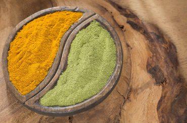 Cúrcuma y Moringa para el control de peso. Las plantas como la Moringa Oleifera están actualmente en el punto álgido cuando se trata de nuevos alimentos que ayudan a perder peso.